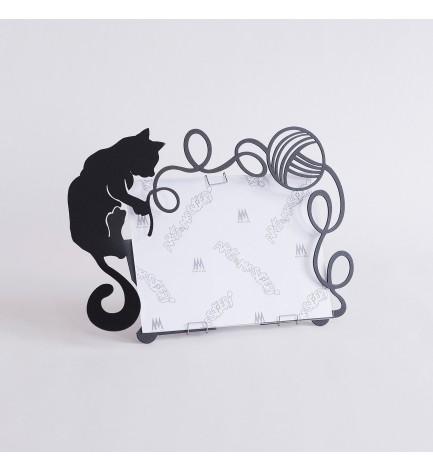 Cadre photo Chat noir pelote de laine